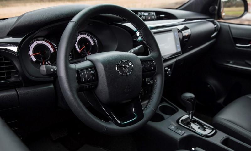 Toyota_Hilux_061217_RAW_265