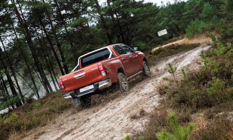 Toyota_Hilux_071217_RAW_130