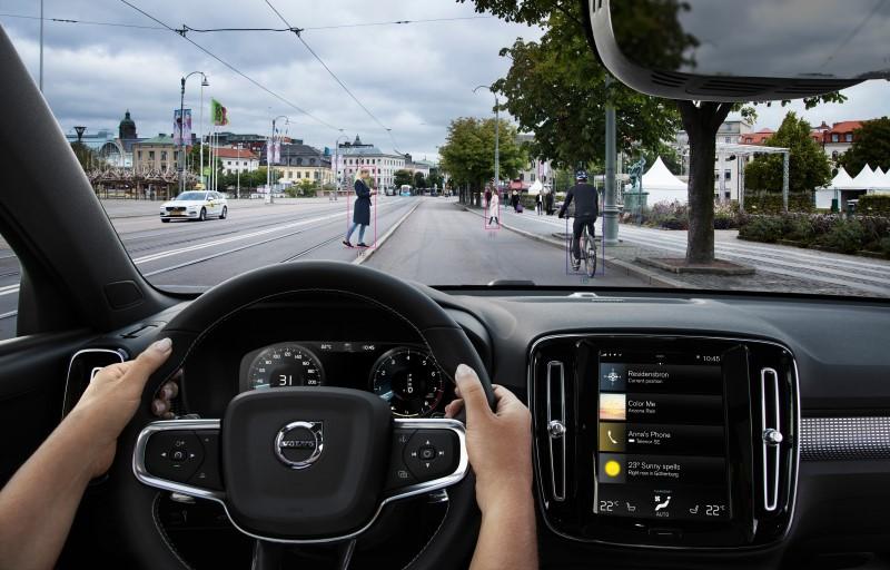 New Volvo XC40 - City Safety