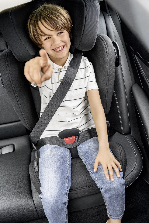 Autosedačka Kidfix III M chrání děti proti čelnímu i bočnímu nárazu speciálními bezpečnostními prvky.
