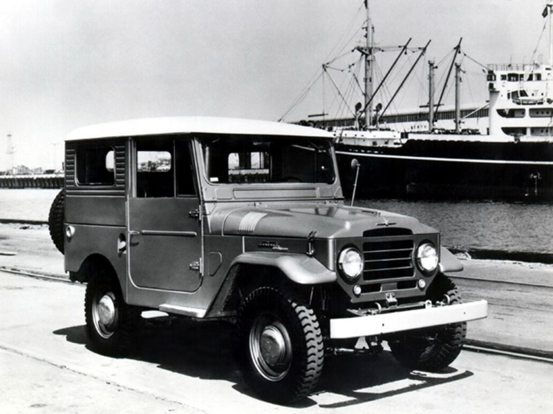 fot_1_toyota_land_cruiser_hardtop_fj25_z_dachem_z_tworzywa_wzmocnionego_wloknami_1957