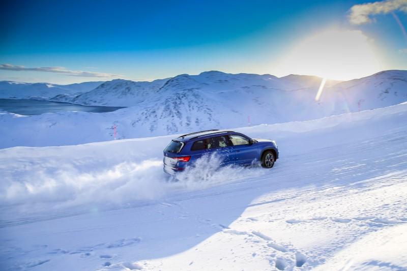 skoda-kodiaq-rs-nordkapp-ice-challenge-road-snow-1920x1280