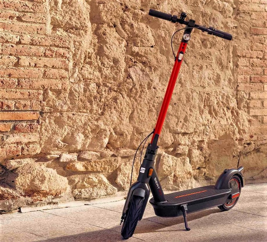 seat-mo-ekickscooter65-electric-scooter-front-view-XL