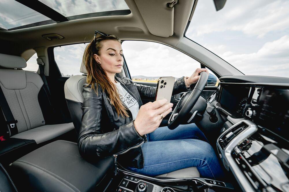 KIA_Pruzkum bezpecnosti II. 2021_Psani SMS za volantem