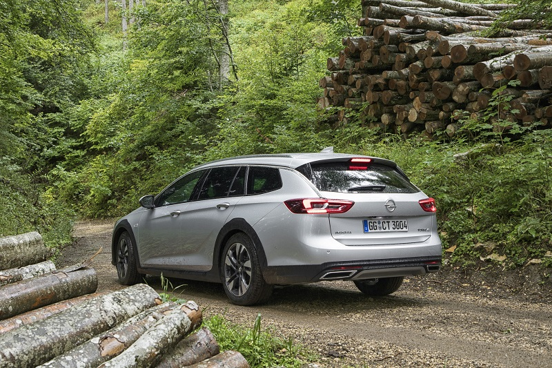 Ready for the rough as well as the smooth: the wilder member of the new Opel Insignia family – the Country Tourer – makes its debut at the Frankfurt Motor Show.
