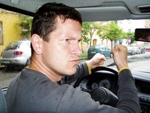 muz za volantem