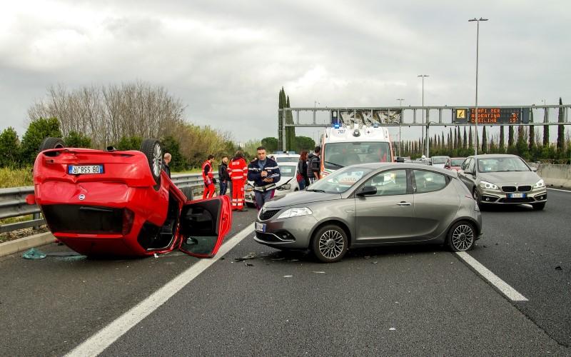 car-accident-2165210_1920