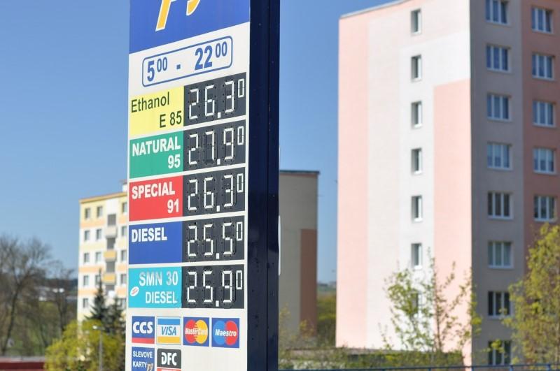 gas-station-1344185_1280